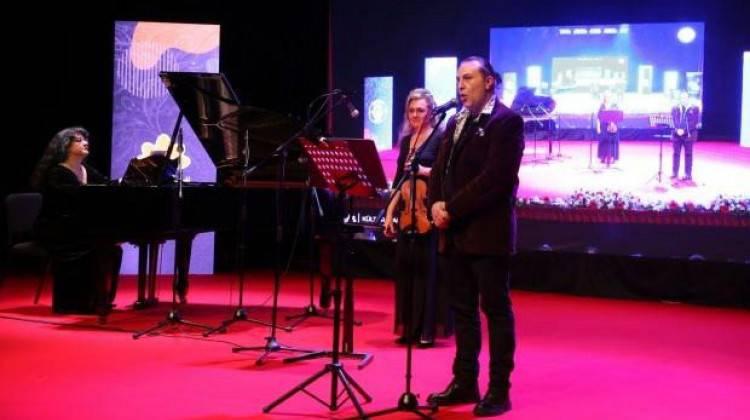 Sultanbeyli'de kültür-sanat sezonu Can Atilla konseriyle başladı