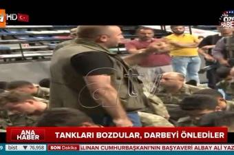 Binbaşı Barış Dedebağı Darbeci Askerlere Verdiği İbretlik Ayar!
